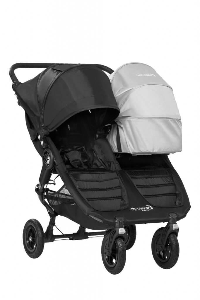 Baby Jogger City Mini GT Double mit einer Babywanne