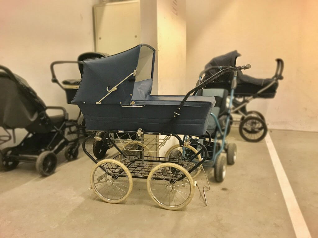 Alter Retro Kinderwagen