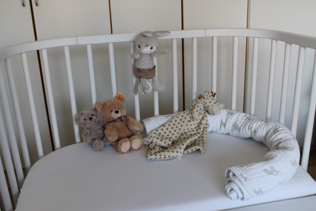 Babybay Boxspring Bett mit Deko